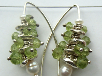 Fleur Kerry-Wiseman - Silver, peridot and white fresh water pearl drop earrings